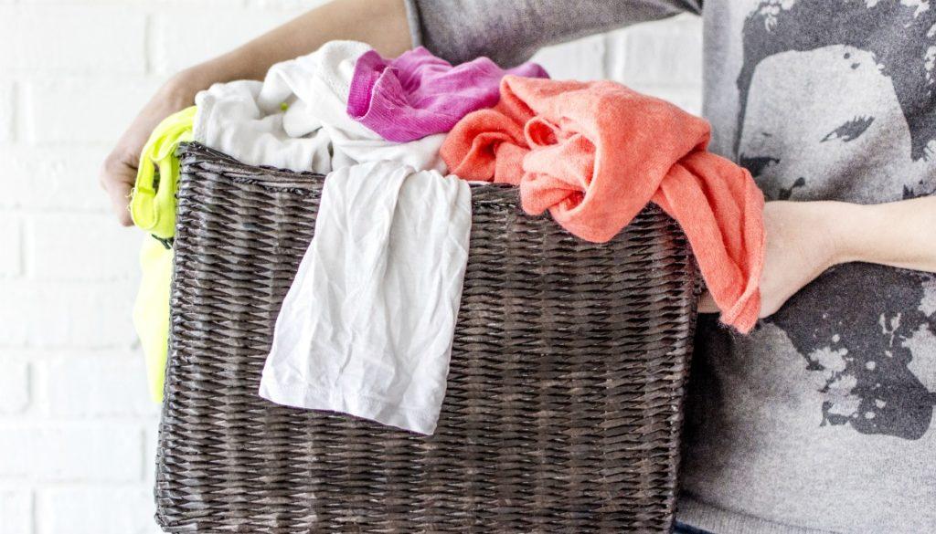 ae51c20481 6 Λάθη που δεν Ξέρατε ότι Κάνετε στο Πλύσιμο Ρούχων στο Πλυντήριο