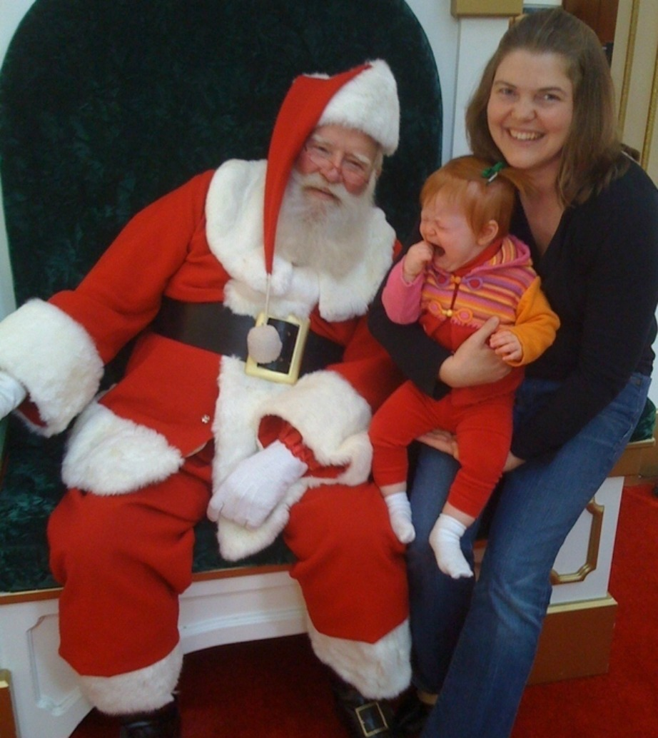 Δείξτε το ίδιο ενθουσιασμένοι με το παιδί σας αν τύχει να συναντήσετε τον Άγιο Βασίλη σε κάποιο εμπορικό κέντρο.