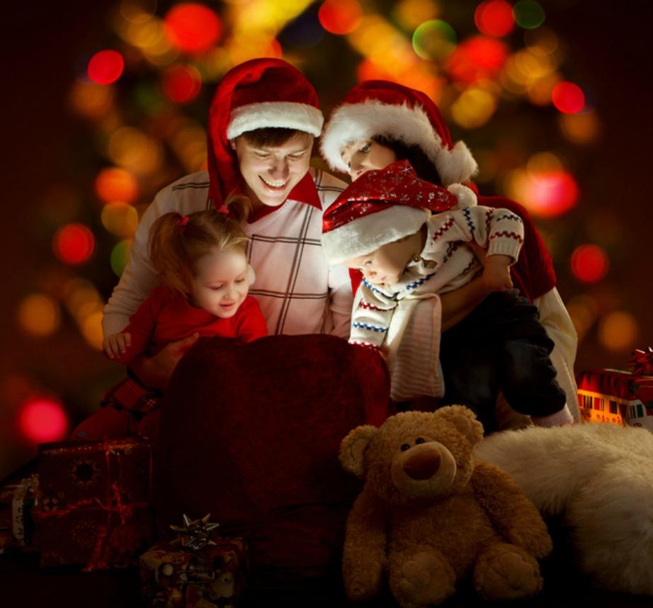 Ακόμα και αν το παιδί σας πειστεί πως δεν υπάρχει Άγιος Βασίλης, δείξτε του πως υπάρχει οικογένεια, πολύ αγάπη και αληθινό πνεύμα Χριστουγέννων.