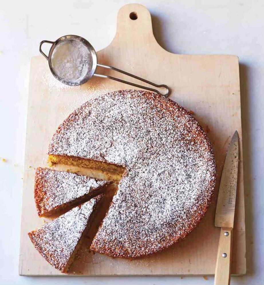 """Μην ξεχάσετε να πασπαλίσετε το κέικ σας με ζάχαρη άχνη για ένα """"χιονισμένο"""" look!"""