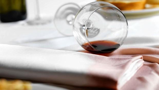 Αυτός Είναι ο Πιο Εύκολος Τρόπος για να Εξαφανίσετε τους Παλιούς Λεκέδες από Κρασί!