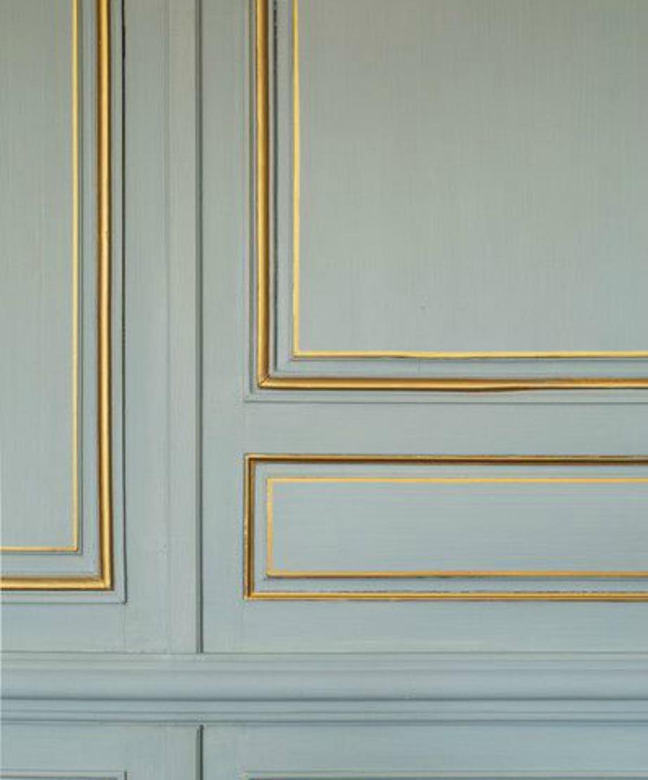 Βάψτε τις λεπτομέρειες της πόρτας σας με χρυσό χρώμα.