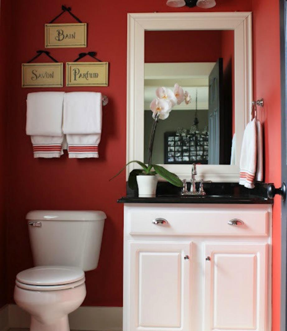 Αν επιλέξτε κόκκινο χρώμα για τους τοίχους τπου μπάνιου σας, τότε προτιμήστε μια πιο σκούρα απόχρωση που να μην είναι ιδιαίτερα φανταχτερή.