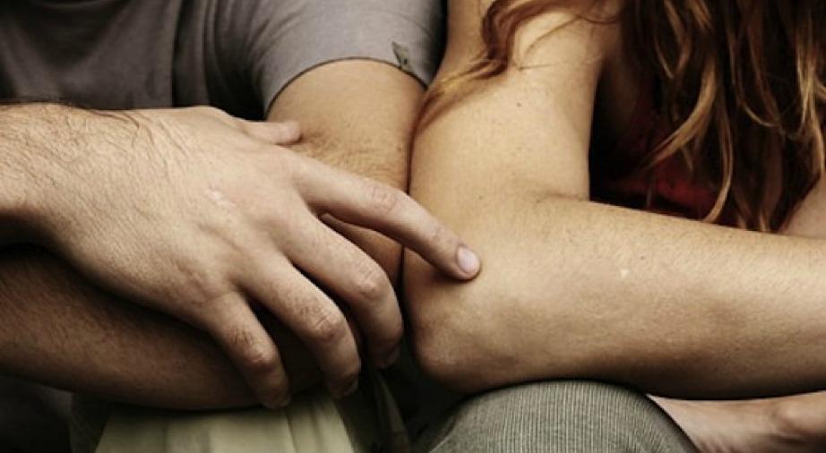 Τα 2/3 των γυναικών λένε ναι σε έναν άντρα που τους προτείνει να χορέψουν αν πρώτα αυτός τους ακουμπήσει ελαφρά στο χέρι.