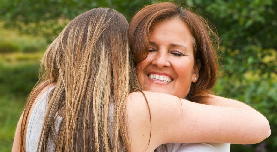 Οι αγκαλιές διώχνουν το στρες και βελτιώνουν την υγεία μας.
