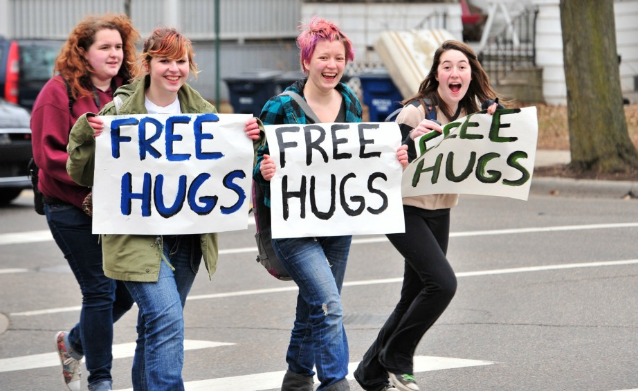 Δώστε αγκαλιές στους ανθρώπους που αγαπάτε και δείτε την υγεία σας να βελτιώνετε.