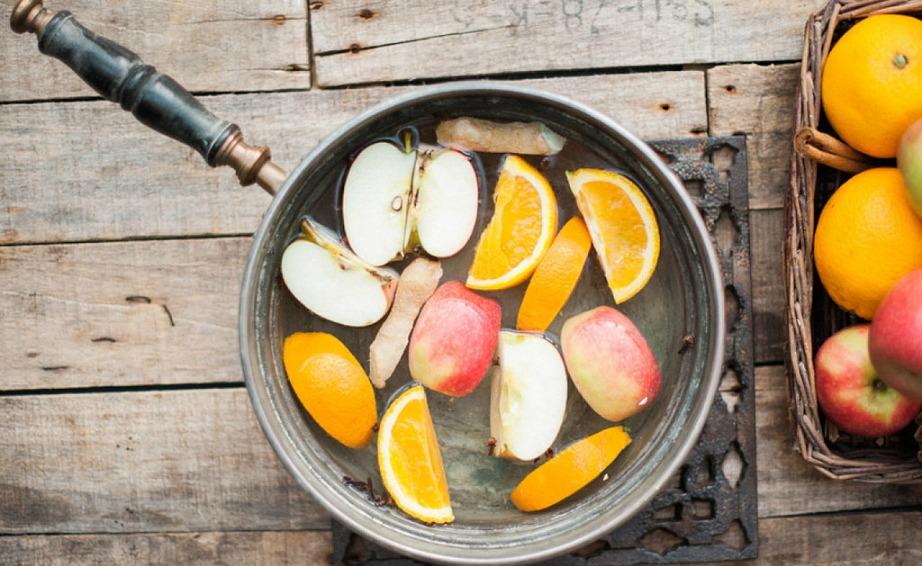 Βάλτε τα υλικά σε ένα κατσαρολάκι και αφήστε τα να βράσουν καλά.