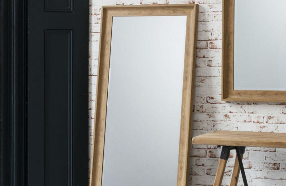 Ο ολόσωμος καθρέφτης είναι must σε κάθε εργένικο υπνοδωμάτιο.