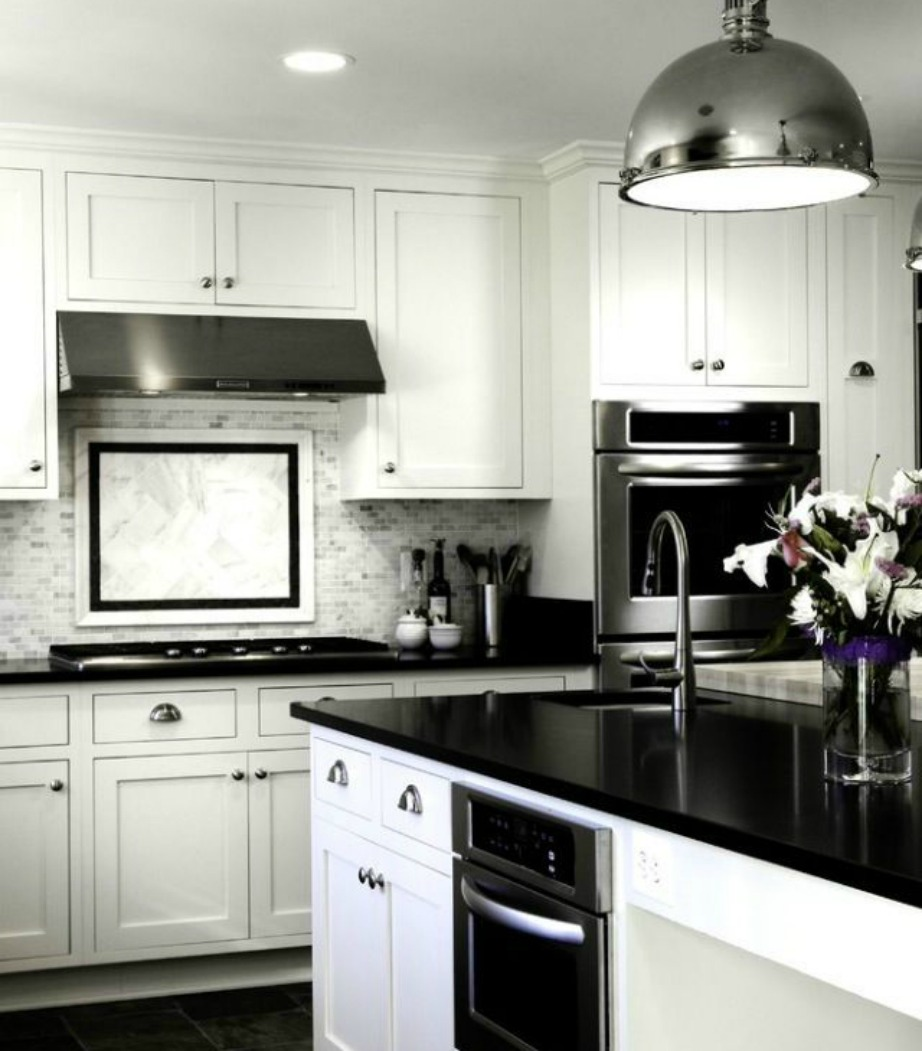 Κλασική ασπρόμαυρη κουζίνα.