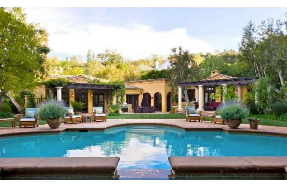Είμαστε βέβαιοι ότι ο Charlie Sheen έχει κάνει πολλά pool parties σε αυτό το σπίτι!