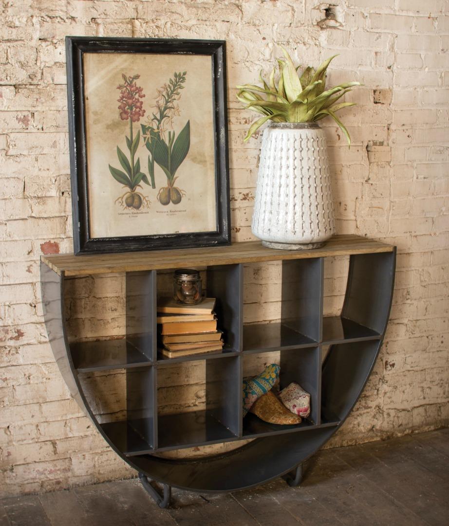 Αλλάξτε θέση σε πίνακες και έργα τέχνης για να ανανεωθεί ο χώρος σας.