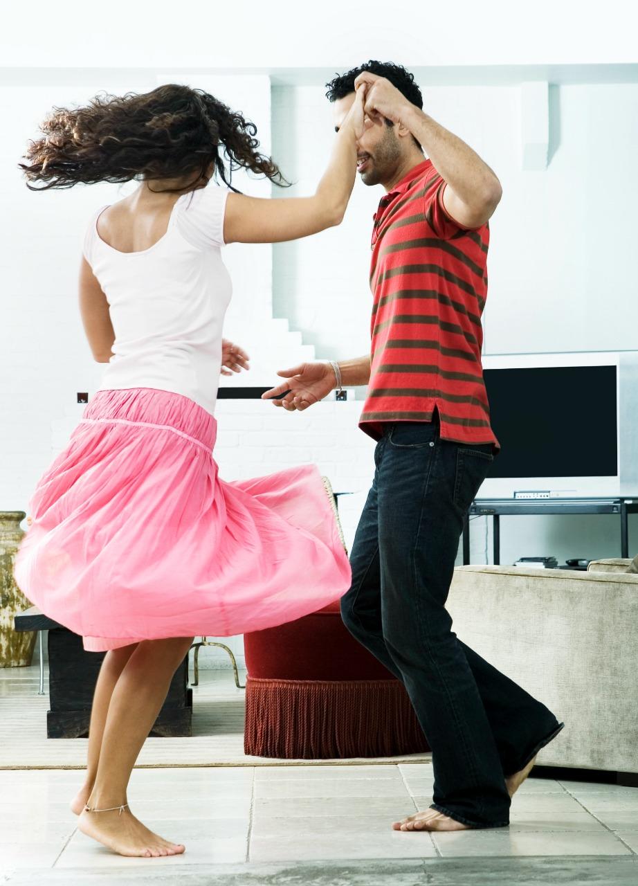 Χορεύετε μέχρι να μπει και να σας τσακώσει κάποιος στα πράσα.