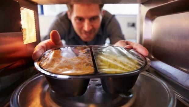 Μαγειρεμένο Φαγητό σε Πλαστικά Τάπερ: Νέα Έρευνα σας Λέει Πόσο Ασφαλές Είναι!
