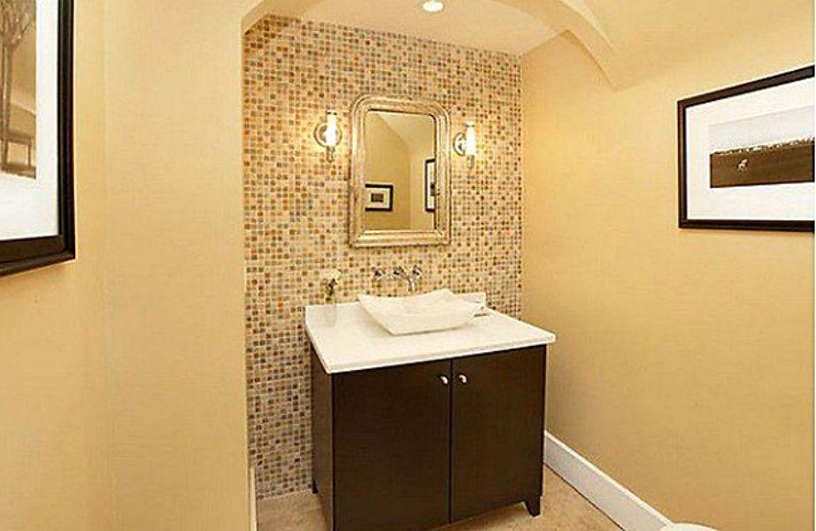 Το σούπερ χαλαρωτικό μπάνιο του μάστερ υπνοδωματίου.