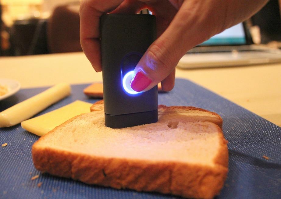 Αυτό είναι το SCiO, το gadget που ανιχνεύει τις θερμίδες του φαγητού σας.