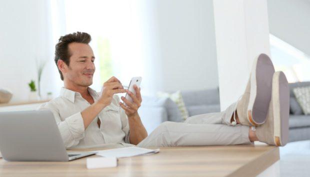 Αυτά Είναι τα πιο Περίεργα Πράγματα που Κάνουν Όσοι Μένουν Μόνοι στο Σπίτι
