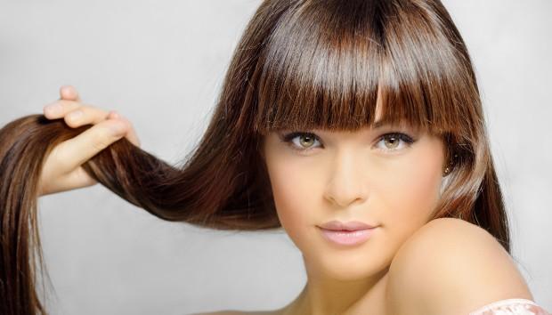 Θέλετε Ίσια Μαλλιά; Μάθετε τον πιο Φυσικό Τρόπο να το Πετύχετε!