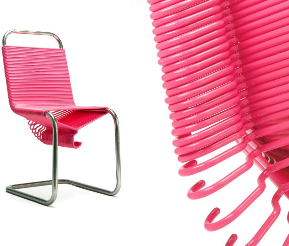 Αυτή η καρέκλα διαθέτει έτοιμες κρεμάστρες!