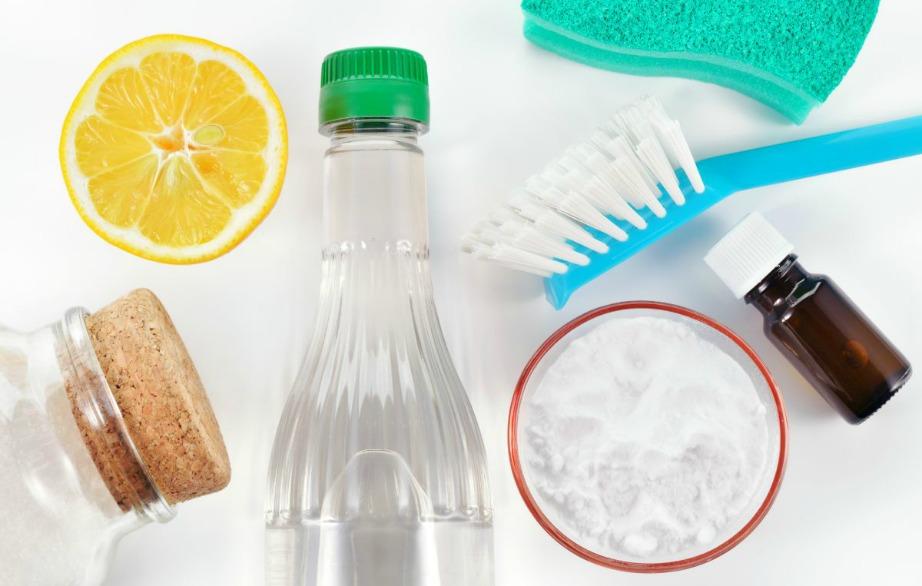 Με απλά υλικά που έχετε στο σπίτι μπορείτε να φτιάξετε φανταστικά καθαριστικά.