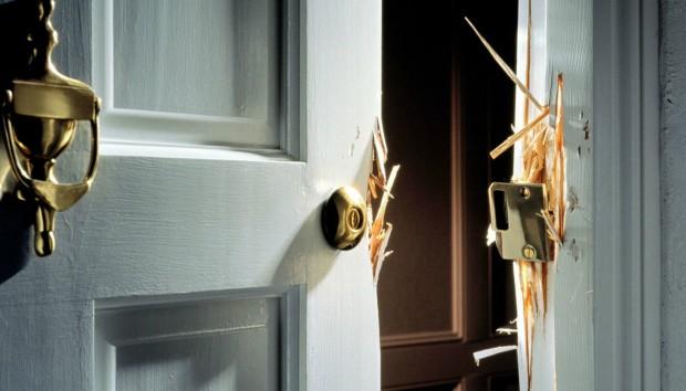 25 Πρώην Διαρρήκτες Αποκαλύπτουν τι Αφήνει το Σπίτι σας Εκτεθειμένο!