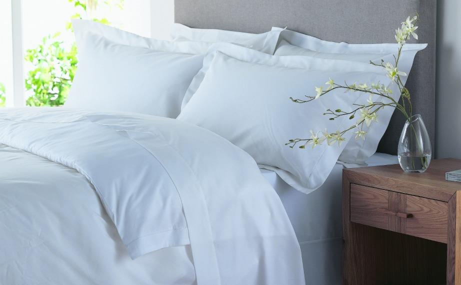 Τα καθαρά μαξιλάρια και το καθαρό στρώμα βοηθάνε στη βελτίωση του ύπνου σας.