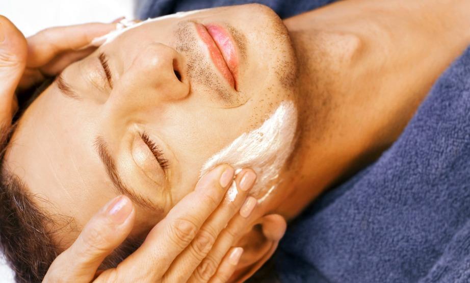 Η ενυδατοκική κρέμα είναι ό,τι πρέπει για λαμπερό και φρέσκο δέρμα.
