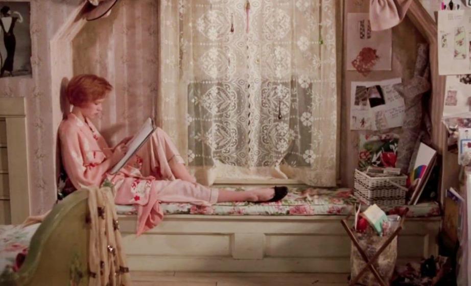 Το δωμάτιο της ταινίας Pretty in Pnk ήταν κοριτσίστικο και πολύ χαριτωμένο.
