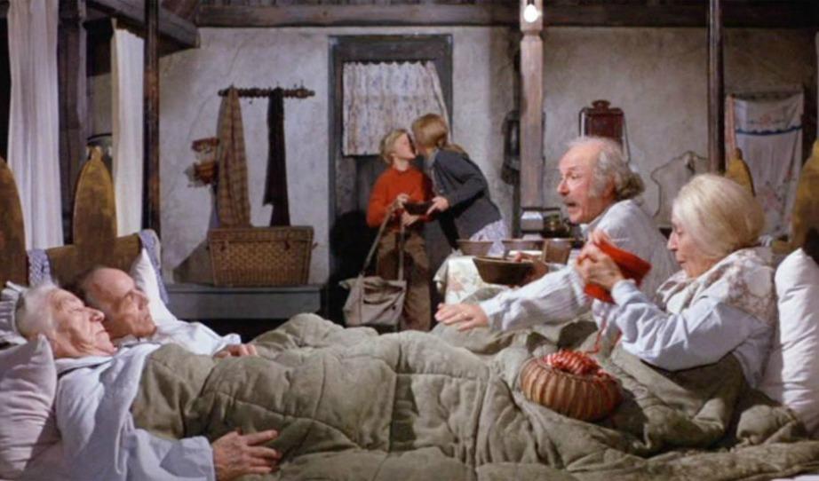 Οι 4 παππούδες στριμώχνονταν σε ένα κρεβάτι στην ταινία Willy Wonka and the Chocolate Factory.