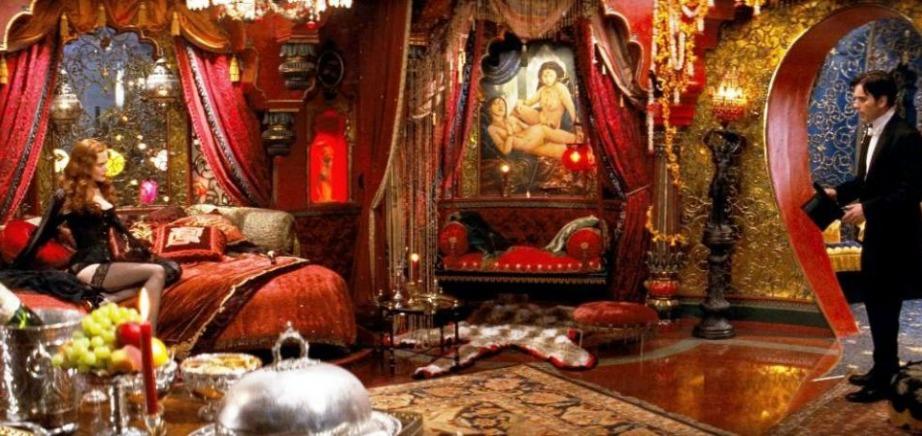 Το εντυπωσιακό βικτωριανό δωμάτιο της Satine στην ταινία Moulin Rouge.