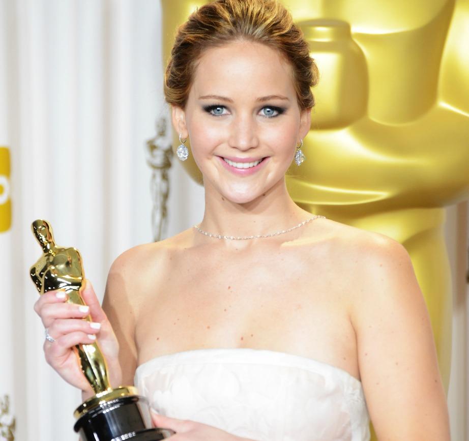 Η Jennifer Lawrence είχε κερδίσει το πρώτο της Όσκαρ στα 20 της και μάλιστα ήταν η δεύτερη νεότερη ηθοποιός όλων των εποχών προτεινόμενη για Όσκαρ Α' Γυναικείου Ρόλου. Φέτος διεκδικεί το Όσκαρ Α' Γυναικείου ρόλου για την ταινία Joy.