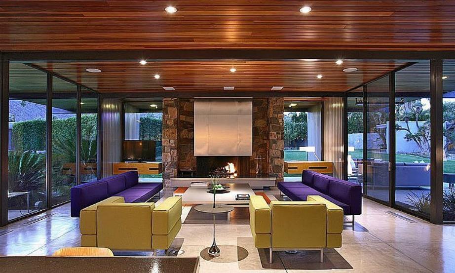 Στο σαλόνι του ηθοποιού έχουν συνδυαστεί δύο χρώματα στους καναπέδες που δεν δένουν πολύ όμορφα με τον υπόλοιπο χώρο.