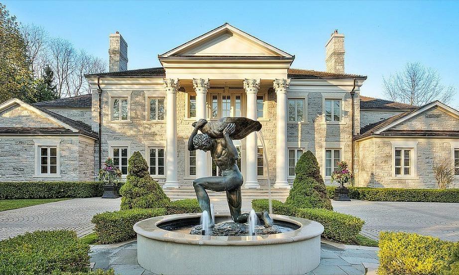 Το εντυπωσιακό αυτό σπίτι ήταν το σπίτι στο οποίο έμενε ο χαρακτήρας που υποδυόταν στην ταινία Mean Girls.