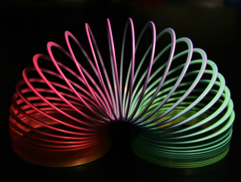 Τα παιχνιδάκια αυτά, αν τοποθετηθούν στα κάγκελα του μπαλκονιού σας μπορούν να απωθήσουν αποτελεσματικά τα περιστέρια.