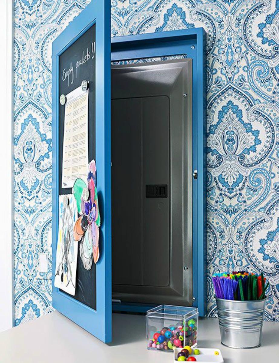 Βάλτε ένα ντουλαπάκι με μαυροπίνακα για να γράφετε εκεί τις σημειώσεις σας.