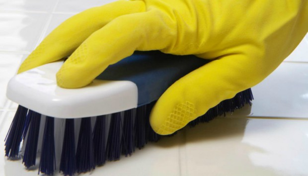 Φτιάξτε Μόνοι σας το πιο Εύκολο Καθαριστικό για τα Πλακάκια και την Μπανιέρα σας