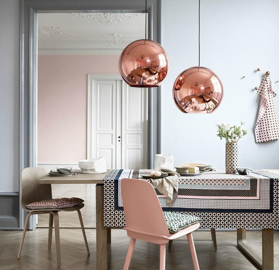 Το ροζ είναι ένα χρώμα που μπορεί να συνδυαστεί στους τοίχους με γκρι και λευκό.