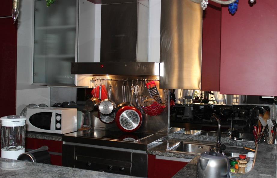 Το μπορντό ταιριάζει υπέροχα και στην κουζίνα.