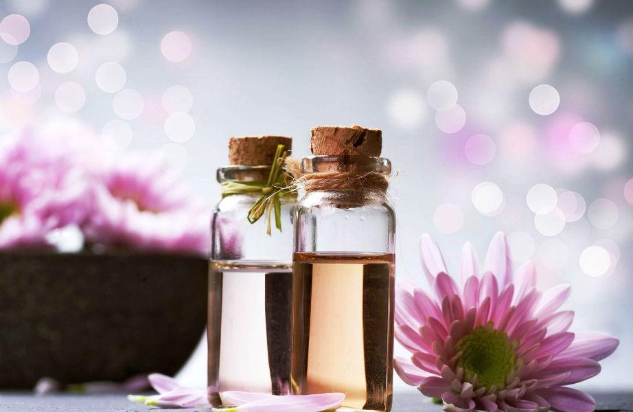 Τα αγαπημένα σας αιθέρια έλαια θα χαρίσουν τη μυρωδιά τους στα σπιτικά αρωματικά κεριά σας.
