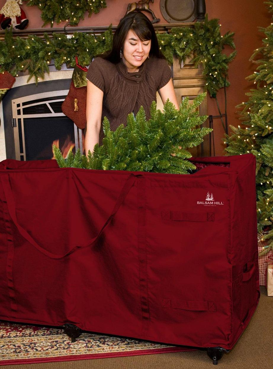 Για το χριστουεγννιάτικο δέντρο χρησιμοποιήστε μεγάλους σάκους ή πλαστικά κουτιά.