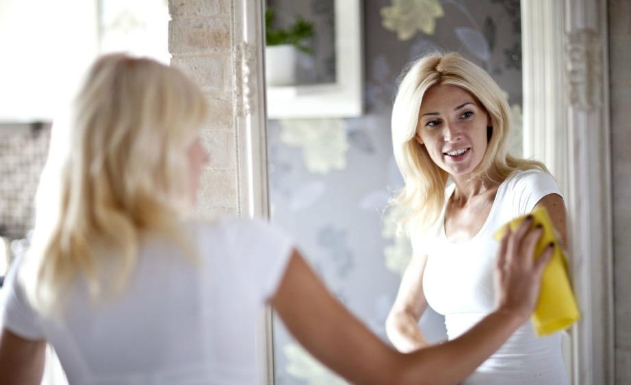 Βάλτε στον καθρέφτη αφρό ξυρίσματος και σκουπίστε!