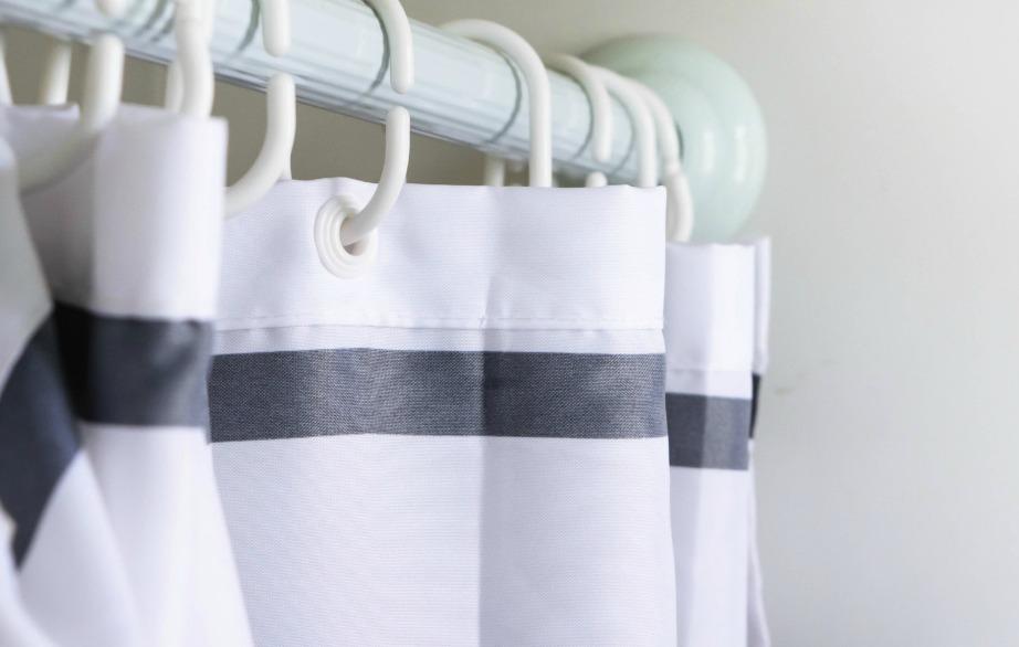 Οι περισσότερες κουρτίνες μπάνιου πλένονται κανονικά στο πλυντήριο ρούχων.