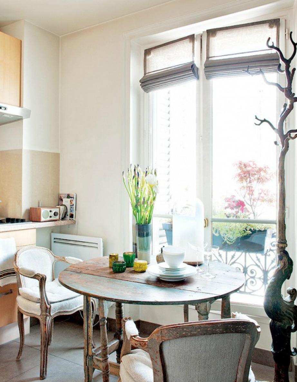 Αν δεν χωράει η τραπεζαρία σας στο σαλόνι, μπορείτε να δημιουργήσετε μια τραπεζαρία στην κουζίνα.