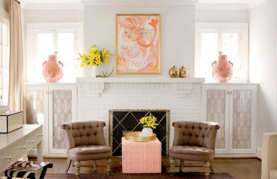 Συνδυάστε παστέλ αποχρώσεις με λευκούς τοίχους για αν δώσετε πιο ρομαντικό τόνο στο σαλόνι και στο τζάκι σας.