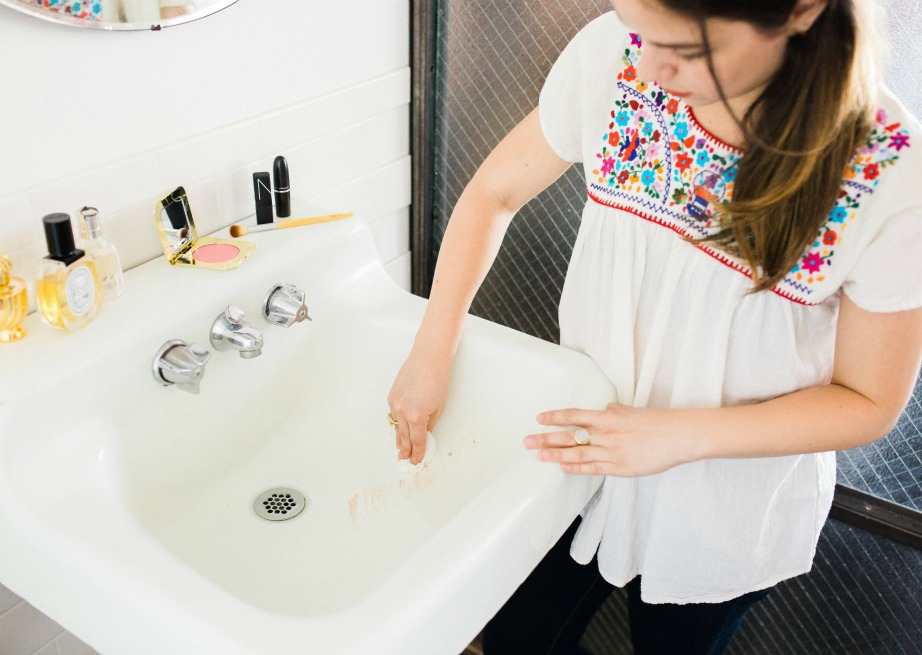 Καθαρίστε τον νιπτήρα εύκολα μέσα σε 1 λεπτό.