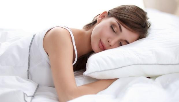 Οι Καλύτερες και οι Χειρότερες Τροφές πριν Πάτε για Ύπνο