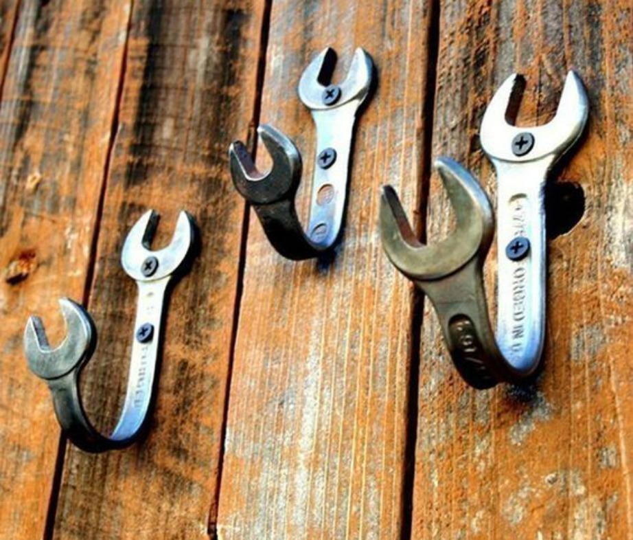 Αντί για κρεμαστράκια χρησιμοποιήστε εργαλεία.