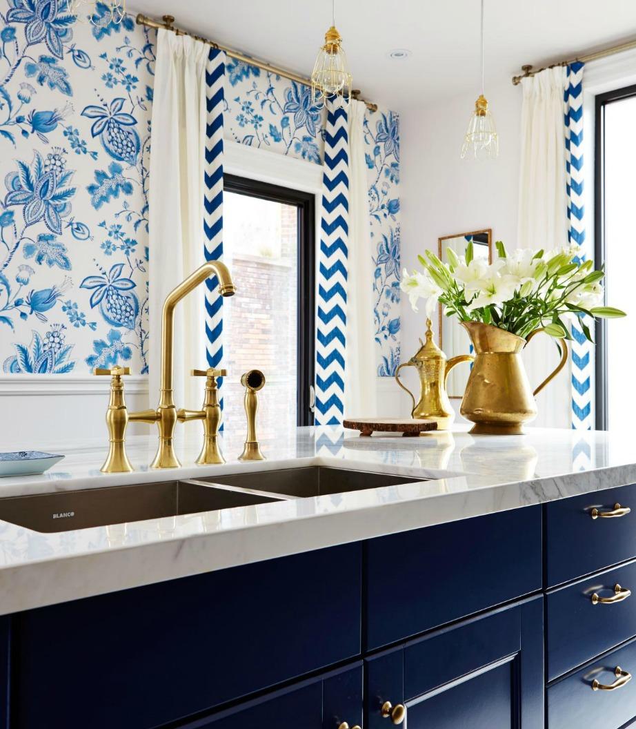Το greek blue είναι μια απόχρωση πολύ αριστοκρατική που συνδυάζεται φανταστικά με λευκό και χρυσό.