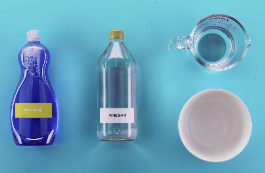 Το υγρό για τα πιάτα είναι ο σύμμαχός σας ενάντια στους λεκέδες από λάδι.