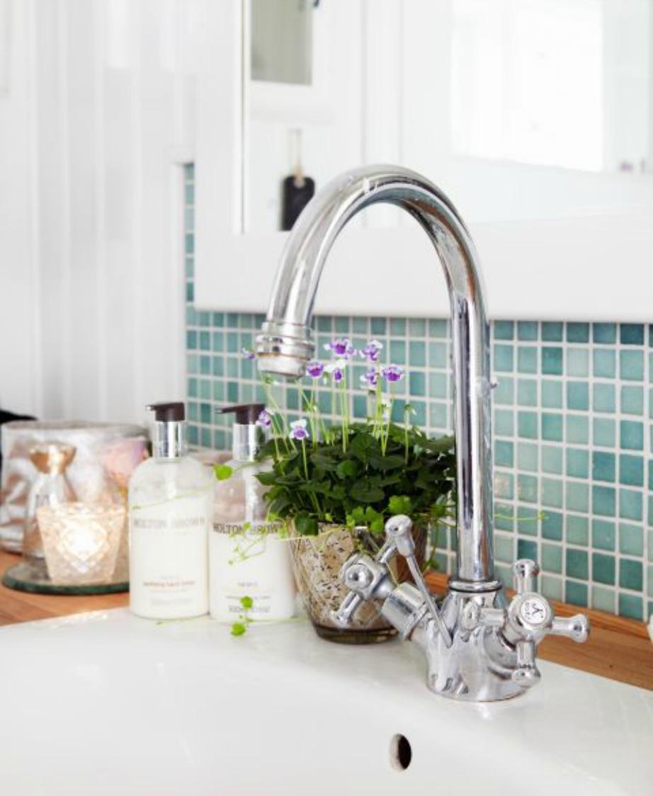 Πλύντε σε καθημερινή βάση τον νεροχύτη της κουζίνας και του μπάνιου γιατί εκεί συσσωρεύονται πολλά μικρόβια.