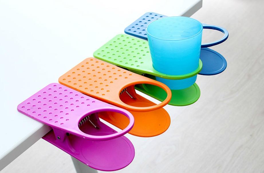 Με αυτά τα απλά κλιπς μπορείτε να αποφύγετε τα στίγματα από ποτήρια πάνω στο γραφείο σας.